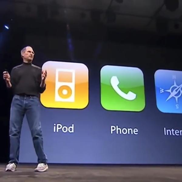 Jobs presenta iPhone